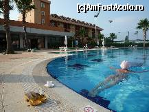 "P06 [JUN-2010] Piscina Limra Hotel Park -- foto by <b>relu17</b> [uploaded 31.08.10] - <span class=""allrVotedi"" id=""av124448"">Foto VOTATĂ de mine!</span><div class=""delVotI"" id=""sv124448""><a href=""/pma_sterge_vot.php?vid=&fid=124448"">Şterge vot</a></div><span id=""v9124448"" class=""displayinline;""> - <a style=""color:red;"" href=""javascript:votez(124448)""><b>LIKE</b> = Votează poza</a><img class=""loader"" id=""f124448Validating"" src=""/imagini/loader.gif"" border=""0"" /><span class=""AjErrMes""  id=""e124448MesajEr""></span>"