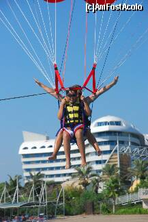 "P82 <small>[SEP-2011]</small> parasailing in tandem » foto by CCRRIISSYY  -  <span class=""allrVoted glyphicon glyphicon-heart hidden"" id=""av259100""></span> <a class=""m-l-10 hidden"" id=""sv259100"" onclick=""voting_Foto_DelVot(,259100,171)"" role=""button"">șterge vot <span class=""glyphicon glyphicon-remove""></span></a> <a id=""v9259100"" class="" c-red""  onclick=""voting_Foto_SetVot(259100)"" role=""button""><span class=""glyphicon glyphicon-heart-empty""></span> <b>LIKE</b> = Votează poza</a> <img class=""hidden""  id=""f259100W9"" src=""/imagini/loader.gif"" border=""0"" /><span class=""AjErrMes hidden"" id=""e259100ErM""></span>"