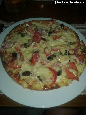 "P11 <small>[JUL-2015]</small> Greek pizza @ Christakis Bar » foto by Ondina   <span class=""allrVoted glyphicon glyphicon-heart hidden"" id=""av650038""></span> <a class=""m-l-10 hidden pull-right"" id=""sv650038"" onclick=""voting_Foto_DelVot(,650038,1166)"" role=""button"">șterge vot <span class=""glyphicon glyphicon-remove""></span></a> <img class=""hidden pull-right m-r-10 m-l-10""  id=""f650038W9"" src=""/imagini/loader.gif"" border=""0"" /> <a id=""v9650038"" class="" c-red pull-right""  onclick=""voting_Foto_SetVot(650038)"" role=""button""><span class=""glyphicon glyphicon-heart-empty""></span> <b>LIKE</b> = Votează poza</a><span class=""AjErrMes hidden"" id=""e650038ErM""></span>"