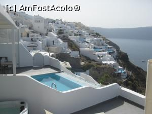 P23 [JUN-2016] Oia, fiecare apartament are piscina lui