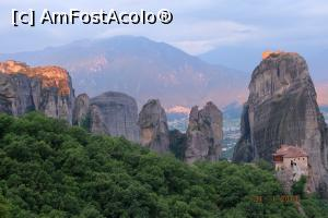 "P14 [JUL-2017] Zori de zi la Meteora -- foto by <b>nickro</b> [uploaded 25.10.17] - <span class=""allrVotedi"" id=""av915209"">Foto VOTATĂ de mine!</span><div class=""delVotI"" id=""sv915209""><a href=""/pma_sterge_vot.php?vid=&fid=915209"">Şterge vot</a></div><span id=""v9915209"" class=""displayinline;""> - <a style=""color:red;"" href=""javascript:votez(915209)""><b>LIKE</b> = Votează poza</a><img class=""loader"" id=""f915209Validating"" src=""/imagini/loader.gif"" border=""0"" /><span class=""AjErrMes""  id=""e915209MesajEr""></span>"