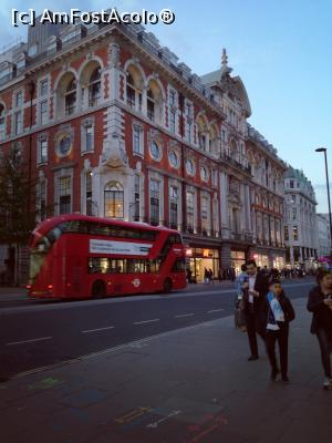 "P10 [MAY-2019] Oxford Street -- foto by <b>Simona12345</b> [uploaded 14.05.19] - <span class=""allrVotedi"" id=""av1070373"">Foto VOTATĂ de mine!</span><div class=""delVotI"" id=""sv1070373""><a href=""/pma_sterge_vot.php?vid=&fid=1070373"">Şterge vot</a></div><span id=""v91070373"" class=""displayinline;""> - <a style=""color:red;"" href=""javascript:votez(1070373)""><b>LIKE</b> = Votează poza</a><img class=""loader"" id=""f1070373Validating"" src=""/imagini/loader.gif"" border=""0"" /><span class=""AjErrMes""  id=""e1070373MesajEr""></span>"