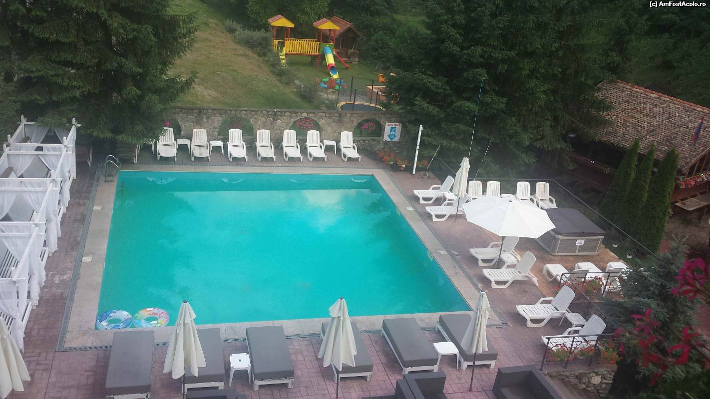 M rginimea sibiului impresii sejur excursii m rginimea for Hotel cu piscina