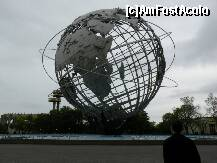 P03 [MAY-2011] In Flushing Meadows–Corona Park din Queens era aceasta sculptura uriasa