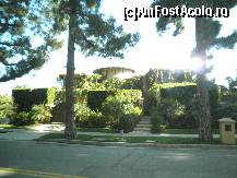 "P08 [APR-2010] BEVERLY HILLS / casa lui Dr. Phill -- foto by <b>grecudoina</b> [uploaded 09.09.12] - <span class=""allrVotedi"" id=""av362917"">Foto VOTATĂ de mine!</span><div class=""delVotI"" id=""sv362917""><a href=""/pma_sterge_vot.php?vid=&fid=362917"">Şterge vot</a></div><span id=""v9362917"" class=""displayinline;""> - <a style=""color:red;"" href=""javascript:votez(362917)""><b>LIKE</b> = Votează poza</a><img class=""loader"" id=""f362917Validating"" src=""/imagini/loader.gif"" border=""0"" /><span class=""AjErrMes""  id=""e362917MesajEr""></span>"