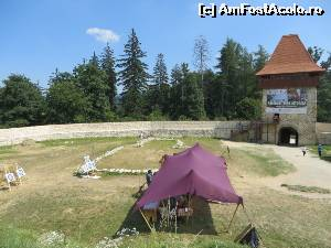 "P05 [AUG-2015] Curtea de jos: conturul Capelei și Turnul Bathory.  -- foto by <b>tata123</b> [uploaded 23.09.15] - <span class=""allrVotedi"" id=""av673813"">Foto VOTATĂ de mine!</span><div class=""delVotI"" id=""sv673813""><a href=""/pma_sterge_vot.php?vid=&fid=673813"">Şterge vot</a></div><span id=""v9673813"" class=""displayinline;""> - <a style=""color:red;"" href=""javascript:votez(673813)""><b>LIKE</b> = Votează poza</a><img class=""loader"" id=""f673813Validating"" src=""/imagini/loader.gif"" border=""0"" /><span class=""AjErrMes""  id=""e673813MesajEr""></span>"