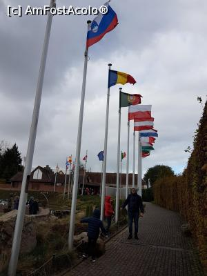 "P02 [OCT-2017] Si steagul nostru este in Mini Europe -- foto by <b>andreea_c</b> [uploaded 05.02.18] - <span class=""allrVotedi"" id=""av942432"">Foto VOTATĂ de mine!</span><div class=""delVotI"" id=""sv942432""><a href=""/pma_sterge_vot.php?vid=&fid=942432"">Şterge vot</a></div><span id=""v9942432"" class=""displayinline;""> - <a style=""color:red;"" href=""javascript:votez(942432)""><b>LIKE</b> = Votează poza</a><img class=""loader"" id=""f942432Validating"" src=""/imagini/loader.gif"" border=""0"" /><span class=""AjErrMes""  id=""e942432MesajEr""></span>"