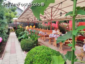 "P20 [JUL-2018] 20. Zona de restaurant, într-o mare de verdeață.  -- foto by <b>msnd</b> [uploaded 25.07.18] - <span class=""allrVotedi"" id=""av990692"">Foto VOTATĂ de mine!</span><div class=""delVotI"" id=""sv990692""><a href=""/pma_sterge_vot.php?vid=&fid=990692"">Şterge vot</a></div><span id=""v9990692"" class=""displayinline;""> - <a style=""color:red;"" href=""javascript:votez(990692)""><b>LIKE</b> = Votează poza</a><img class=""loader"" id=""f990692Validating"" src=""/imagini/loader.gif"" border=""0"" /><span class=""AjErrMes""  id=""e990692MesajEr""></span>"