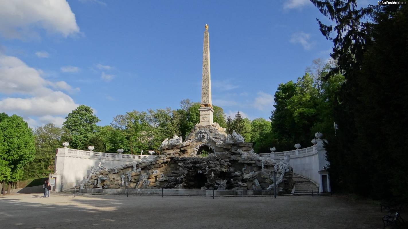 Imagini pentru Grădinile palatului Schonbrunn  Fântâna Obelisc