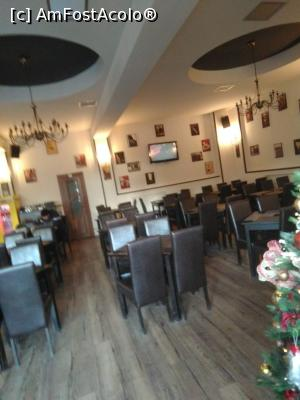 "P15 [JUL-2018] Restaurantul La Barca - interior -- foto by <b>nicole33</b> [uploaded 02.12.18] - <span class=""allrVotedi"" id=""av1037026"">Foto VOTATĂ de mine!</span><div class=""delVotI"" id=""sv1037026""><a href=""/pma_sterge_vot.php?vid=&fid=1037026"">Şterge vot</a></div><span id=""v91037026"" class=""displayinline;""> - <a style=""color:red;"" href=""javascript:votez(1037026)""><b>LIKE</b> = Votează poza</a><img class=""loader"" id=""f1037026Validating"" src=""/imagini/loader.gif"" border=""0"" /><span class=""AjErrMes""  id=""e1037026MesajEr""></span>"