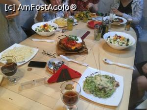 "P17 [APR-2018] Restaurant Shift - Si iata si mancarea -- foto by <b>mishu</b> [uploaded 24.04.18] - <span class=""allrVotedi"" id=""av961060"">Foto VOTATĂ de mine!</span><div class=""delVotI"" id=""sv961060""><a href=""/pma_sterge_vot.php?vid=&fid=961060"">Şterge vot</a></div><span id=""v9961060"" class=""displayinline;""> - <a style=""color:red;"" href=""javascript:votez(961060)""><b>LIKE</b> = Votează poza</a><img class=""loader"" id=""f961060Validating"" src=""/imagini/loader.gif"" border=""0"" /><span class=""AjErrMes""  id=""e961060MesajEr""></span>"