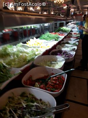 "P19 [JUL-2018] zona de salate in Royal Restauran -- foto by <b>Iulia_euxin*</b> [uploaded 22.08.18] - <span class=""allrVotedi"" id=""av1001728"">Foto VOTATĂ de mine!</span><div class=""delVotI"" id=""sv1001728""><a href=""/pma_sterge_vot.php?vid=&fid=1001728"">Şterge vot</a></div><span id=""v91001728"" class=""displayinline;""> - <a style=""color:red;"" href=""javascript:votez(1001728)""><b>LIKE</b> = Votează poza</a><img class=""loader"" id=""f1001728Validating"" src=""/imagini/loader.gif"" border=""0"" /><span class=""AjErrMes""  id=""e1001728MesajEr""></span>"