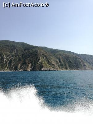 "P24 [AUG-2017] Cinque Terre (de pe mare)  -- foto by <b>crismis</b> [uploaded 02.01.18] - <span class=""allrVotedi"" id=""av934224"">Foto VOTATĂ de mine!</span><div class=""delVotI"" id=""sv934224""><a href=""/pma_sterge_vot.php?vid=&fid=934224"">Şterge vot</a></div><span id=""v9934224"" class=""displayinline;""> - <a style=""color:red;"" href=""javascript:votez(934224)""><b>LIKE</b> = Votează poza</a><img class=""loader"" id=""f934224Validating"" src=""/imagini/loader.gif"" border=""0"" /><span class=""AjErrMes""  id=""e934224MesajEr""></span>"