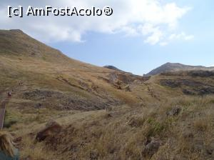"P03 [JUL-2018] Ponta de Sao Lorenco arid, sălbatic -- foto by <b>robert</b> [uploaded 18.07.18] - <span class=""allrVotedi"" id=""av986774"">Foto VOTATĂ de mine!</span><div class=""delVotI"" id=""sv986774""><a href=""/pma_sterge_vot.php?vid=&fid=986774"">Şterge vot</a></div><span id=""v9986774"" class=""displayinline;""> - <a style=""color:red;"" href=""javascript:votez(986774)""><b>LIKE</b> = Votează poza</a><img class=""loader"" id=""f986774Validating"" src=""/imagini/loader.gif"" border=""0"" /><span class=""AjErrMes""  id=""e986774MesajEr""></span>"