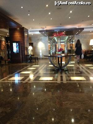 "P06 [OCT-2015] lobby hotel -- foto by <b>ailynuka</b> [uploaded 01.12.15] - <span class=""allrVotedi"" id=""av695848"">Foto VOTATĂ de mine!</span><div class=""delVotI"" id=""sv695848""><a href=""/pma_sterge_vot.php?vid=&fid=695848"">Şterge vot</a></div><span id=""v9695848"" class=""displayinline;""> - <a style=""color:red;"" href=""javascript:votez(695848)""><b>LIKE</b> = Votează poza</a><img class=""loader"" id=""f695848Validating"" src=""/imagini/loader.gif"" border=""0"" /><span class=""AjErrMes""  id=""e695848MesajEr""></span>"