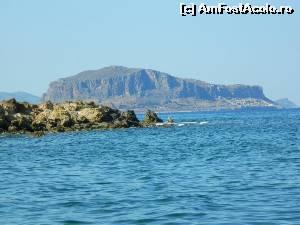 P02 <small>[înc: 25.05.15]</small> Stânca văzută de pe plaja din Xifias.