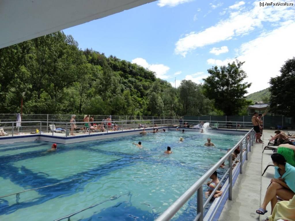 Piscina de la complexul cozia cu bune si rele impresii for Hotel cu piscina