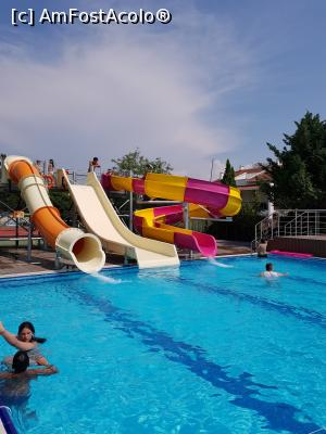 "P12 [JUN-2019] Tobogane, piscina de1,40 -- foto by <b>marival</b> [uploaded 19.07.19] - <span class=""allrVotedi"" id=""av1087656"">Foto VOTATĂ de mine!</span><div class=""delVotI"" id=""sv1087656""><a href=""/pma_sterge_vot.php?vid=&fid=1087656"">Şterge vot</a></div><span id=""v91087656"" class=""displayinline;""> - <a style=""color:red;"" href=""javascript:votez(1087656)""><b>LIKE</b> = Votează poza</a><img class=""loader"" id=""f1087656Validating"" src=""/imagini/loader.gif"" border=""0"" /><span class=""AjErrMes""  id=""e1087656MesajEr""></span>"