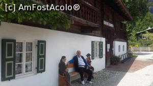 "P12 [AUG-2016] Aici mă odihnesc şi eu un pic lângă doi 'localnici'. Garmisch-Partenkirchen (' cartierul' Garmisch), Germania.  -- foto by <b>traian.leuca</b> [uploaded 04.03.19] - <span class=""allrVotedi"" id=""av1057979"">Foto VOTATĂ de mine!</span><div class=""delVotI"" id=""sv1057979""><a href=""/pma_sterge_vot.php?vid=&fid=1057979"">Şterge vot</a></div><span id=""v91057979"" class=""displayinline;""> - <a style=""color:red;"" href=""javascript:votez(1057979)""><b>LIKE</b> = Votează poza</a><img class=""loader"" id=""f1057979Validating"" src=""/imagini/loader.gif"" border=""0"" /><span class=""AjErrMes""  id=""e1057979MesajEr""></span>"