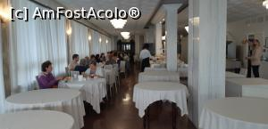 "P16 [SEP-2019] La restaurant -- foto by <b>gettyy</b> [uploaded 14.11.19] - <span class=""allrVotedi"" id=""av1124793"">Foto VOTATĂ de mine!</span><div class=""delVotI"" id=""sv1124793""><a href=""/pma_sterge_vot.php?vid=&fid=1124793"">Şterge vot</a></div><span id=""v91124793"" class=""displayinline;""> - <a style=""color:red;"" href=""javascript:votez(1124793)""><b>LIKE</b> = Votează poza</a><img class=""loader"" id=""f1124793Validating"" src=""/imagini/loader.gif"" border=""0"" /><span class=""AjErrMes""  id=""e1124793MesajEr""></span>"