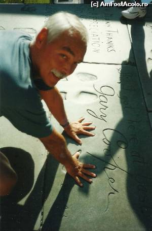 P18 <small>[JUL-2001]</small> Mana-n mana cu Gary Cooper pe Walk of Fame - Los Angeles » foto by Dan-Ioan  -  &lt;span class=&quot;allrVoted glyphicon glyphicon-heart hidden&quot; id=&quot;av550661&quot;&gt;&lt;/span&gt; &lt;a class=&quot;m-l-10 hidden&quot; id=&quot;sv550661&quot; onclick=&quot;voting_Foto_DelVot(,550661,5485)&quot; role=&quot;button&quot;&gt;șterge vot &lt;span class=&quot;glyphicon glyphicon-remove&quot;&gt;&lt;/span&gt;&lt;/a&gt; &lt;a id=&quot;v9550661&quot; class=&quot; c-red&quot;  onclick=&quot;voting_Foto_SetVot(550661)&quot; role=&quot;button&quot;&gt;&lt;span class=&quot;glyphicon glyphicon-heart-empty&quot;&gt;&lt;/span&gt; &lt;b&gt;LIKE&lt;/b&gt; = Votează poza&lt;/a&gt; &lt;img class=&quot;hidden&quot;  id=&quot;f550661W9&quot; src=&quot;/imagini/loader.gif&quot; border=&quot;0&quot; /&gt;&lt;span class=&quot;AjErrMes hidden&quot; id=&quot;e550661ErM&quot;&gt;&lt;/span&gt;