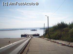 "P01 [OCT-2017] Am ajuns la feribot, la Chiciu.  -- foto by <b>Floria</b> [uploaded 03.02.18] - <span class=""allrVotedi"" id=""av942126"">Foto VOTATĂ de mine!</span><div class=""delVotI"" id=""sv942126""><a href=""/pma_sterge_vot.php?vid=&fid=942126"">Şterge vot</a></div><span id=""v9942126"" class=""displayinline;""> - <a style=""color:red;"" href=""javascript:votez(942126)""><b>LIKE</b> = Votează poza</a><img class=""loader"" id=""f942126Validating"" src=""/imagini/loader.gif"" border=""0"" /><span class=""AjErrMes""  id=""e942126MesajEr""></span>"