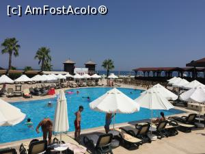 "P06 [AUG-2017] Piscina unde aveau loc diverse activitati si mai in spate pool bar-ul -- foto by <b>alicera2001</b> [uploaded 10.09.17] - <span class=""allrVotedi"" id=""av900054"">Foto VOTATĂ de mine!</span><div class=""delVotI"" id=""sv900054""><a href=""/pma_sterge_vot.php?vid=&fid=900054"">Şterge vot</a></div><span id=""v9900054"" class=""displayinline;""> - <a style=""color:red;"" href=""javascript:votez(900054)""><b>LIKE</b> = Votează poza</a><img class=""loader"" id=""f900054Validating"" src=""/imagini/loader.gif"" border=""0"" /><span class=""AjErrMes""  id=""e900054MesajEr""></span>"