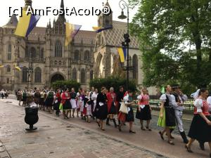 "P17 [MAY-2019] 1 mai in Kosice -- foto by <b>catrinel</b> [uploaded 06.08.19] - <span class=""allrVotedi"" id=""av1093957"">Foto VOTATĂ de mine!</span><div class=""delVotI"" id=""sv1093957""><a href=""/pma_sterge_vot.php?vid=&fid=1093957"">Şterge vot</a></div><span id=""v91093957"" class=""displayinline;""> - <a style=""color:red;"" href=""javascript:votez(1093957)""><b>LIKE</b> = Votează poza</a><img class=""loader"" id=""f1093957Validating"" src=""/imagini/loader.gif"" border=""0"" /><span class=""AjErrMes""  id=""e1093957MesajEr""></span>"