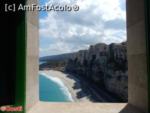 "P09 [APR-2017] O imagine spre plajă, de la o fereastră de la Santuario di Santa Maria dell'Isola, din Tropea -- foto by <b>Costi</b> [uploaded 30.04.17] - <span class=""allrVotedi"" id=""av850090"">Foto VOTATĂ de mine!</span><div class=""delVotI"" id=""sv850090""><a href=""/pma_sterge_vot.php?vid=&fid=850090"">Şterge vot</a></div><span id=""v9850090"" class=""displayinline;""> - <a style=""color:red;"" href=""javascript:votez(850090)""><b>LIKE</b> = Votează poza</a><img class=""loader"" id=""f850090Validating"" src=""/imagini/loader.gif"" border=""0"" /><span class=""AjErrMes""  id=""e850090MesajEr""></span>"