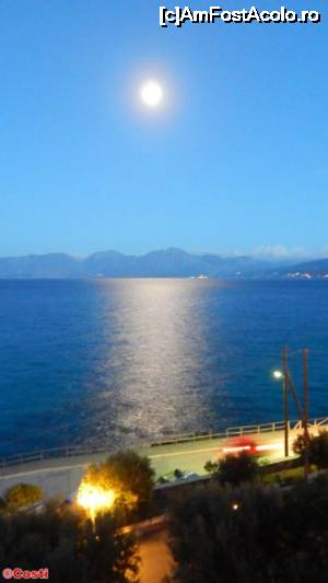 "P02 [SEP-2015] O noapte cu lună plină deasupra golfului Mirabello. Vedere luată din balconul camerei de la Miramare Resort -- foto by <b>Costi</b> [uploaded 07.10.15] - <span class=""allrVotedi"" id=""av679266"">Foto VOTATĂ de mine!</span><div class=""delVotI"" id=""sv679266""><a href=""/pma_sterge_vot.php?vid=&fid=679266"">Şterge vot</a></div><span id=""v9679266"" class=""displayinline;""> - <a style=""color:red;"" href=""javascript:votez(679266)""><b>LIKE</b> = Votează poza</a><img class=""loader"" id=""f679266Validating"" src=""/imagini/loader.gif"" border=""0"" /><span class=""AjErrMes""  id=""e679266MesajEr""></span>"