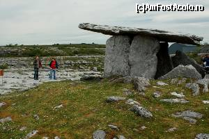 "P23 [MAY-2014] Tour-iști la Poulnabrone Dolmen -- foto by <b>ariciu</b> [uploaded 25.05.14] - <span class=""allrVotedi"" id=""av511339"">Foto VOTATĂ de mine!</span><div class=""delVotI"" id=""sv511339""><a href=""/pma_sterge_vot.php?vid=&fid=511339"">Şterge vot</a></div><span id=""v9511339"" class=""displayinline;""> - <a style=""color:red;"" href=""javascript:votez(511339)""><b>LIKE</b> = Votează poza</a><img class=""loader"" id=""f511339Validating"" src=""/imagini/loader.gif"" border=""0"" /><span class=""AjErrMes""  id=""e511339MesajEr""></span>"