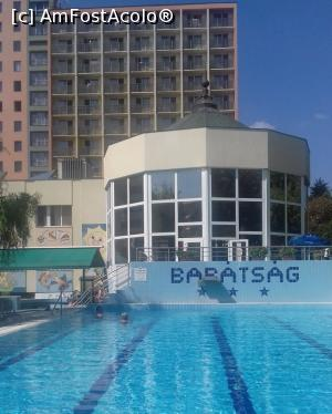 "P01 [SEP-2018] PEISAJ CU PISCINA IN AER LIBER SI HOTEL -- foto by <b>KAMMELYA</b> [uploaded 14.09.18] - <span class=""allrVotedi"" id=""av1010052"">Foto VOTATĂ de mine!</span><div class=""delVotI"" id=""sv1010052""><a href=""/pma_sterge_vot.php?vid=&fid=1010052"">Şterge vot</a></div><span id=""v91010052"" class=""displayinline;""> - <a style=""color:red;"" href=""javascript:votez(1010052)""><b>LIKE</b> = Votează poza</a><img class=""loader"" id=""f1010052Validating"" src=""/imagini/loader.gif"" border=""0"" /><span class=""AjErrMes""  id=""e1010052MesajEr""></span>"