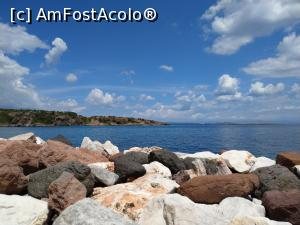 "P15 [JUL-2018] Roci colorate și o mare super albastră la Skala Kidonion.  -- foto by <b>maryka</b> [uploaded 25.07.18] - <span class=""allrVotedi"" id=""av990646"">Foto VOTATĂ de mine!</span><div class=""delVotI"" id=""sv990646""><a href=""/pma_sterge_vot.php?vid=&fid=990646"">Şterge vot</a></div><span id=""v9990646"" class=""displayinline;""> - <a style=""color:red;"" href=""javascript:votez(990646)""><b>LIKE</b> = Votează poza</a><img class=""loader"" id=""f990646Validating"" src=""/imagini/loader.gif"" border=""0"" /><span class=""AjErrMes""  id=""e990646MesajEr""></span>"