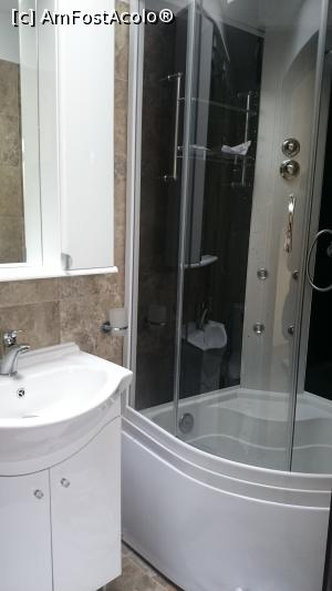 "P08 [MAR-2016] The master bathroom :-)  -- foto by <b>angell</b> [uploaded 02.05.16] - <span class=""allrVotedi"" id=""av734794"">Foto VOTATĂ de mine!</span><div class=""delVotI"" id=""sv734794""><a href=""/pma_sterge_vot.php?vid=&fid=734794"">Şterge vot</a></div><span id=""v9734794"" class=""displayinline;""> - <a style=""color:red;"" href=""javascript:votez(734794)""><b>LIKE</b> = Votează poza</a><img class=""loader"" id=""f734794Validating"" src=""/imagini/loader.gif"" border=""0"" /><span class=""AjErrMes""  id=""e734794MesajEr""></span>"