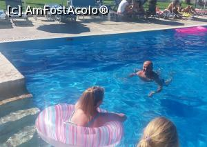 "P09 [JUL-2016] piscina -- foto by <b>catalinioan</b> [uploaded 12.07.17] - <span class=""allrVotedi"" id=""av874640"">Foto VOTATĂ de mine!</span><div class=""delVotI"" id=""sv874640""><a href=""/pma_sterge_vot.php?vid=&fid=874640"">Şterge vot</a></div><span id=""v9874640"" class=""displayinline;""> - <a style=""color:red;"" href=""javascript:votez(874640)""><b>LIKE</b> = Votează poza</a><img class=""loader"" id=""f874640Validating"" src=""/imagini/loader.gif"" border=""0"" /><span class=""AjErrMes""  id=""e874640MesajEr""></span>"