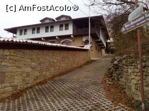 P12 <small>[înc: 04.12.18]</small> Vila Han, construita in acelasi stil cu hotelul.