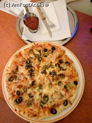 "P18 [JAN-2017] Hotel Mures***, Toplita, la restaurant, pizza Capriciosa -- foto by <b>Dana2008</b> [uploaded 14.02.17] - <span class=""allrVotedi"" id=""av834014"">Foto VOTATĂ de mine!</span><div class=""delVotI"" id=""sv834014""><a href=""/pma_sterge_vot.php?vid=&fid=834014"">Şterge vot</a></div><span id=""v9834014"" class=""displayinline;""> - <a style=""color:red;"" href=""javascript:votez(834014)""><b>LIKE</b> = Votează poza</a><img class=""loader"" id=""f834014Validating"" src=""/imagini/loader.gif"" border=""0"" /><span class=""AjErrMes""  id=""e834014MesajEr""></span>"