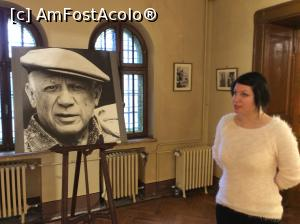 "P06 [MAR-2016] Castelul Cantacuzino- expozitie Picasso- poza artistului la intrarea in expozitie -- foto by <b>mishu</b> [uploaded 25.04.16] - <span class=""allrVotedi"" id=""av732925"">Foto VOTATĂ de mine!</span><div class=""delVotI"" id=""sv732925""><a href=""/pma_sterge_vot.php?vid=&fid=732925"">Şterge vot</a></div><span id=""v9732925"" class=""displayinline;""> - <a style=""color:red;"" href=""javascript:votez(732925)""><b>LIKE</b> = Votează poza</a><img class=""loader"" id=""f732925Validating"" src=""/imagini/loader.gif"" border=""0"" /><span class=""AjErrMes""  id=""e732925MesajEr""></span>"