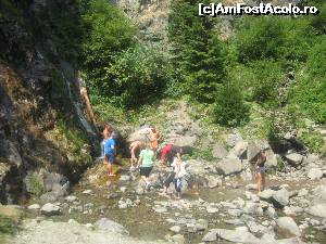 "P22 [AUG-2015] E multa lume azi la cascada -- foto by <b>dorgo</b> [uploaded 14.08.15] - <span class=""allrVotedi"" id=""av654194"">Foto VOTATĂ de mine!</span><div class=""delVotI"" id=""sv654194""><a href=""/pma_sterge_vot.php?vid=&fid=654194"">Şterge vot</a></div><span id=""v9654194"" class=""displayinline;""> - <a style=""color:red;"" href=""javascript:votez(654194)""><b>LIKE</b> = Votează poza</a><img class=""loader"" id=""f654194Validating"" src=""/imagini/loader.gif"" border=""0"" /><span class=""AjErrMes""  id=""e654194MesajEr""></span>"