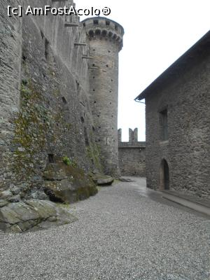 "P20 [JUN-2018] Castelul Fenis – Valle d'Aosta, curtea ingusta intre zidurile de aparare si castel.  -- foto by <b>Diaura*</b> [uploaded 10.03.19] - <span class=""allrVotedi"" id=""av1058864"">Foto VOTATĂ de mine!</span><div class=""delVotI"" id=""sv1058864""><a href=""/pma_sterge_vot.php?vid=&fid=1058864"">Şterge vot</a></div><span id=""v91058864"" class=""displayinline;""> - <a style=""color:red;"" href=""javascript:votez(1058864)""><b>LIKE</b> = Votează poza</a><img class=""loader"" id=""f1058864Validating"" src=""/imagini/loader.gif"" border=""0"" /><span class=""AjErrMes""  id=""e1058864MesajEr""></span>"