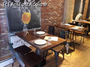 "P12 [JUN-2018] in interiorul restaurantului -- foto by <b>silvia tudoran</b> [uploaded 31.07.18] - <span class=""allrVotedi"" id=""av992582"">Foto VOTATĂ de mine!</span><div class=""delVotI"" id=""sv992582""><a href=""/pma_sterge_vot.php?vid=&fid=992582"">Şterge vot</a></div><span id=""v9992582"" class=""displayinline;""> - <a style=""color:red;"" href=""javascript:votez(992582)""><b>LIKE</b> = Votează poza</a><img class=""loader"" id=""f992582Validating"" src=""/imagini/loader.gif"" border=""0"" /><span class=""AjErrMes""  id=""e992582MesajEr""></span>"