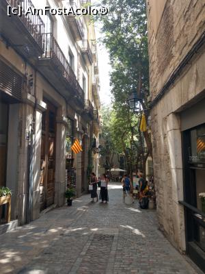 "P05 [SEP-2019] Carrer La Forca, pe dreapta se vede geamul de la Federal Cafe.  -- foto by <b>maryka</b> [uploaded 08.10.19] - <span class=""allrVotedi"" id=""av1114475"">Foto VOTATĂ de mine!</span><div class=""delVotI"" id=""sv1114475""><a href=""/pma_sterge_vot.php?vid=&fid=1114475"">Şterge vot</a></div><span id=""v91114475"" class=""displayinline;""> - <a style=""color:red;"" href=""javascript:votez(1114475)""><b>LIKE</b> = Votează poza</a><img class=""loader"" id=""f1114475Validating"" src=""/imagini/loader.gif"" border=""0"" /><span class=""AjErrMes""  id=""e1114475MesajEr""></span>"
