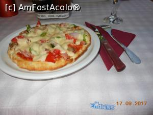 P15 <small>[SEP-2017]</small> Laganas - Mythos Taverna. Pizza specialitatea casei.  » foto by iulianic   &lt;span class=&quot;allrVoted glyphicon glyphicon-heart hidden&quot; id=&quot;av905507&quot;&gt;&lt;/span&gt; &lt;a class=&quot;m-l-10 hidden pull-right&quot; id=&quot;sv905507&quot; onclick=&quot;voting_Foto_DelVot(,905507,22236)&quot; role=&quot;button&quot;&gt;șterge vot &lt;span class=&quot;glyphicon glyphicon-remove&quot;&gt;&lt;/span&gt;&lt;/a&gt; &lt;img class=&quot;hidden pull-right m-r-10 m-l-10&quot;  id=&quot;f905507W9&quot; src=&quot;/imagini/loader.gif&quot; border=&quot;0&quot; /&gt; &lt;a id=&quot;v9905507&quot; class=&quot; c-red pull-right&quot;  onclick=&quot;voting_Foto_SetVot(905507)&quot; role=&quot;button&quot;&gt;&lt;span class=&quot;glyphicon glyphicon-heart-empty&quot;&gt;&lt;/span&gt; &lt;b&gt;LIKE&lt;/b&gt; = Votează poza&lt;/a&gt;&lt;span class=&quot;AjErrMes hidden&quot; id=&quot;e905507ErM&quot;&gt;&lt;/span&gt;