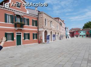 P11 <small>[MAY-2017]</small> Burano. Piazza Galuppi, acolo unde se află Muzeul Dantelei.  » foto by mihaelavoicu  -  &lt;span class=&quot;allrVoted glyphicon glyphicon-heart hidden&quot; id=&quot;av980934&quot;&gt;&lt;/span&gt; &lt;a class=&quot;m-l-10 hidden&quot; id=&quot;sv980934&quot; onclick=&quot;voting_Foto_DelVot(,980934,23454)&quot; role=&quot;button&quot;&gt;șterge vot &lt;span class=&quot;glyphicon glyphicon-remove&quot;&gt;&lt;/span&gt;&lt;/a&gt; &lt;a id=&quot;v9980934&quot; class=&quot; c-red&quot;  onclick=&quot;voting_Foto_SetVot(980934)&quot; role=&quot;button&quot;&gt;&lt;span class=&quot;glyphicon glyphicon-heart-empty&quot;&gt;&lt;/span&gt; &lt;b&gt;LIKE&lt;/b&gt; = Votează poza&lt;/a&gt; &lt;img class=&quot;hidden&quot;  id=&quot;f980934W9&quot; src=&quot;/imagini/loader.gif&quot; border=&quot;0&quot; /&gt;&lt;span class=&quot;AjErrMes hidden&quot; id=&quot;e980934ErM&quot;&gt;&lt;/span&gt;