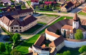 cetatea-si-biserica-de-la-prejmer-465x390